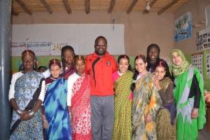 chicas con tachle-hind con el presidente de la asociación