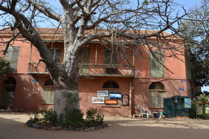 plazas y casas de artistas de Isla Goré