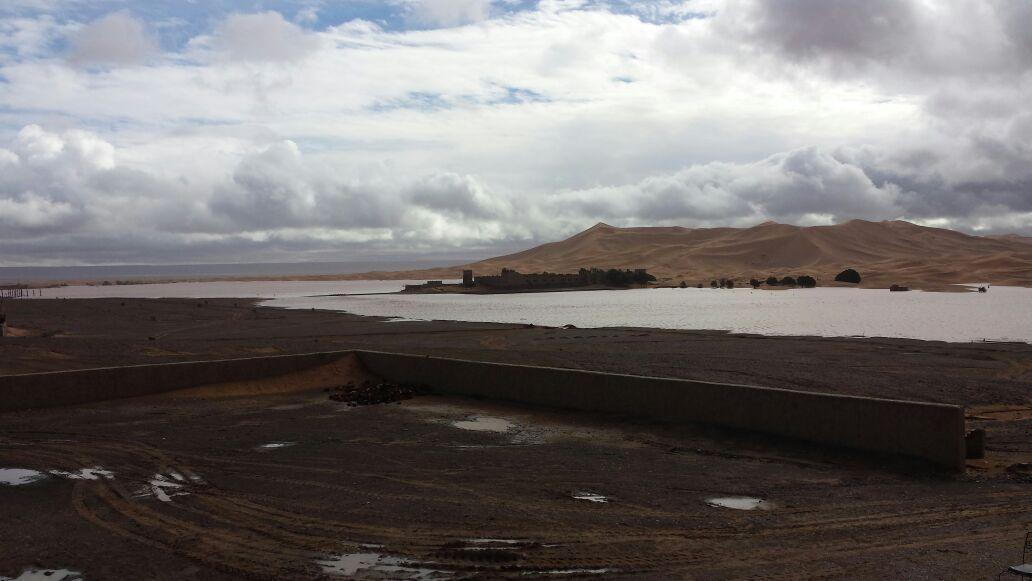 """LLuvias en """"La cabeza de las dunas: Erg Chebbi,"""" Foto de: Jesus Ibañez"""